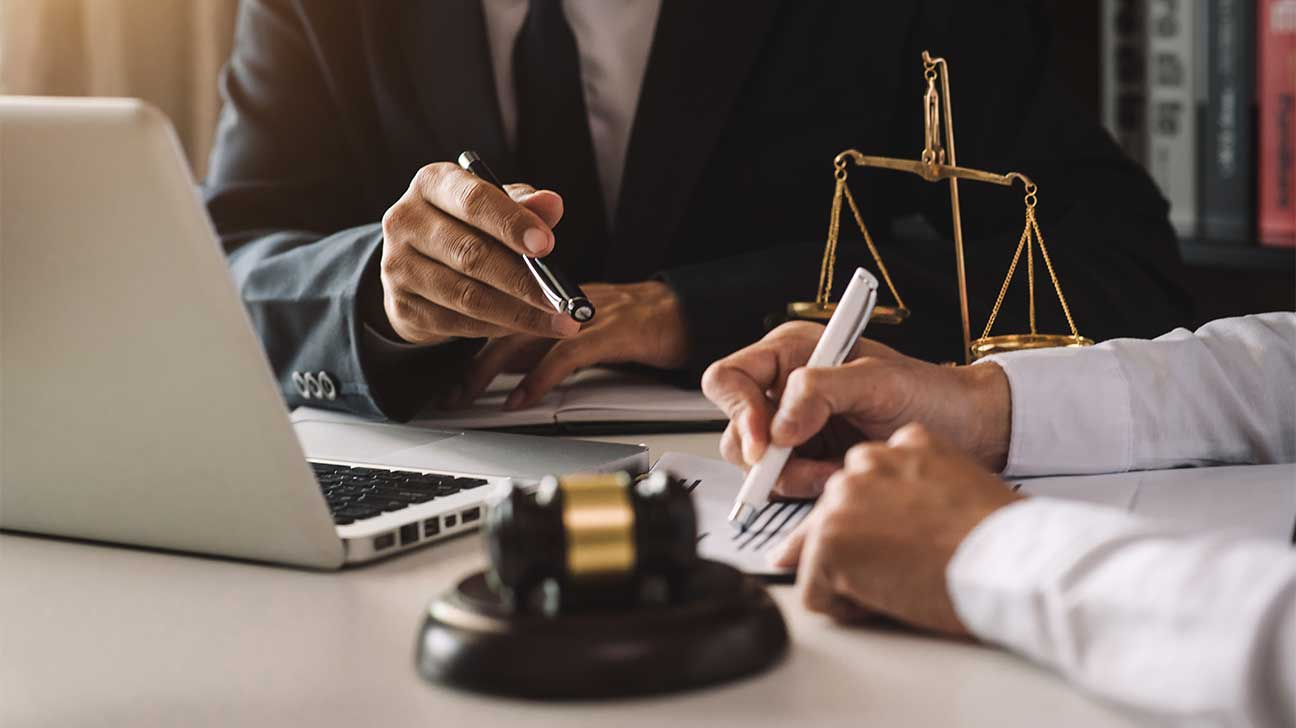 Worker's Compensation and Personal Injury Lawsuit: How They Differ